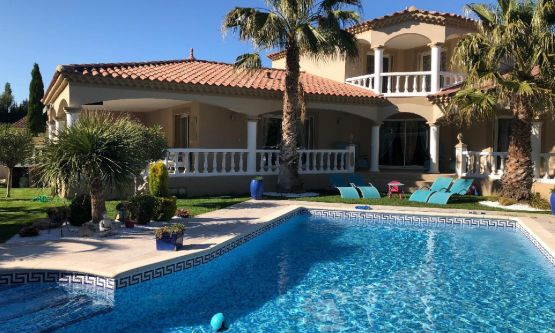 Vente VILLA contemporaine 4 chambres Piscine Noves
