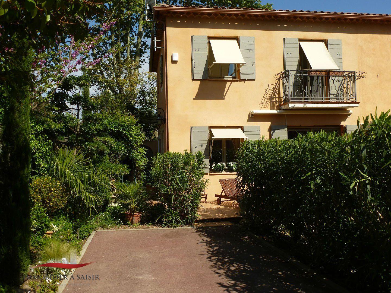 Achat vente villa avec piscine centre ville pieds for Camping saint remy de provence avec piscine